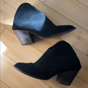 Chinese laundry black suede booties size 8.5